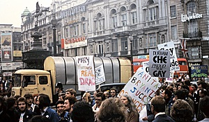 1974 Pride ‐ Banners in Piccadilly